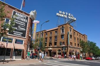 Flagstaff_AZ_-_downtown_hotel
